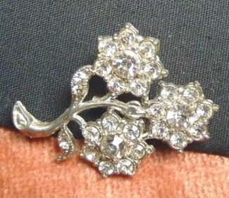 Quaint Vintage Pot Metal Brooch Three Flower Rhinestones - Click Image to Close