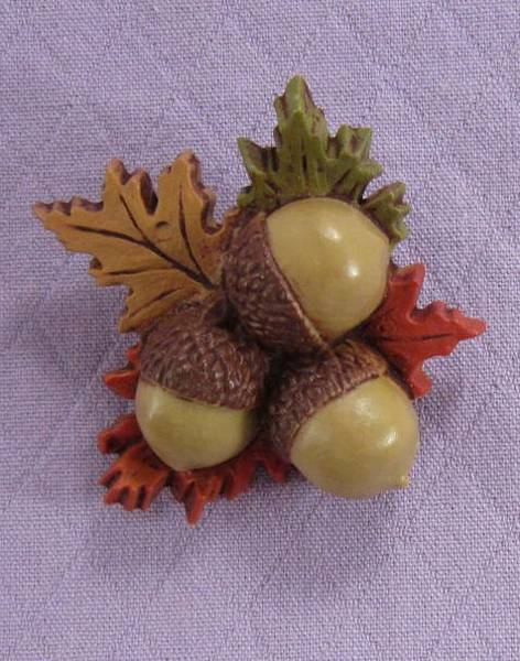 Vintage Hallmark Acorns and Leaves Autumn Pin Brooch - Click Image to Close