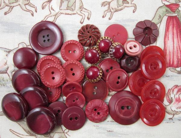 34 Assorted Vintage Plastic Buttons In Deep Red Tones