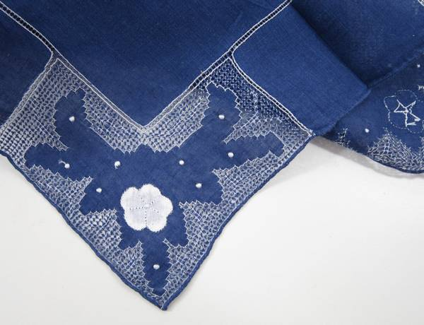 Exquisite Intricate Detail Pullwork and Applique Hankie