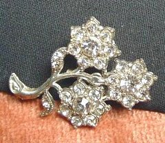Quaint Vintage Pot Metal Brooch Three Flower Rhinestones