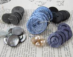6 Sets of Vintage Buttons in Plastic and Glass, Plums and Grays