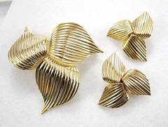 Mad Men Joan Brooch and Earrings Set Goldtone 3 Leaf